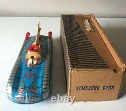 Lemezaru Gyar Holdauto Space Moon Car Craft Tinplate Battery Operated Working