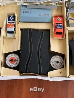 TOLTOYS QUIKSLOT HOLDEN TORANA Vintage Toy Racing Slot Car Battery Operated Set